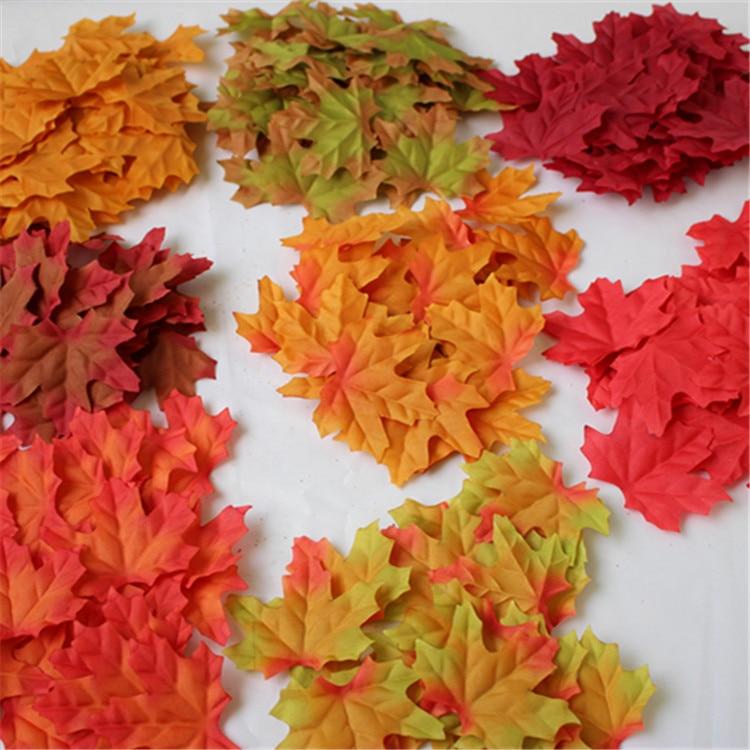 Juego de 50 unidades de Hojas de arce artificiales de 8cm, hojas decorativas de otoño, accesorios para foto de boda W8299