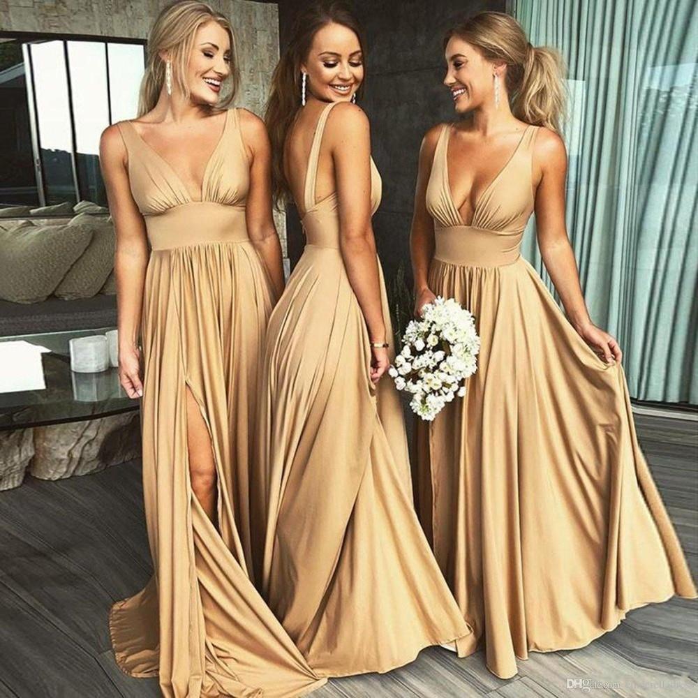 Vestidos de dama de honor estilo país dorado cuello en v profundo sin espalda imperio alto slits chifón junior playa boda vestido barato 2019