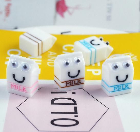 100 Uds lindo mezcla de colores de resina 3D leche sonrisa caja suministro de Arte de comida en miniatura bricolaje decoración centro de la 9*13*18mm
