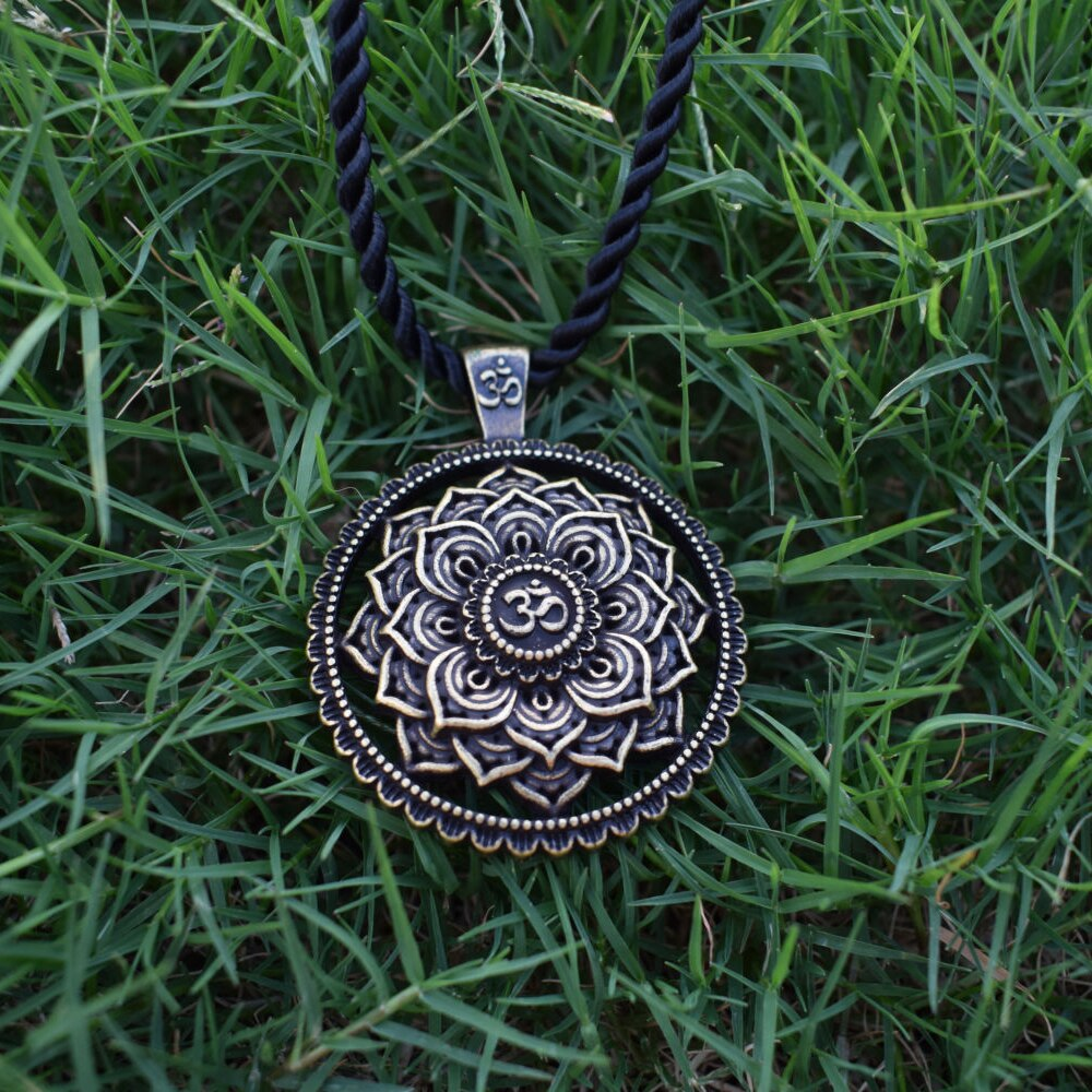 SanLan flower Pendant Prosperity Mandala Talisman Wealth & Good Luck Necklace men gift