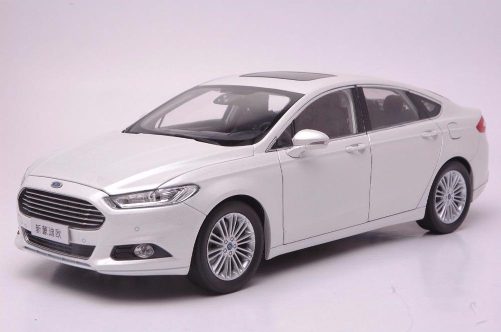 118 diecast modelo para ford mondeo 2013 branco sedan liga carro brinquedo em miniatura coleção presentes