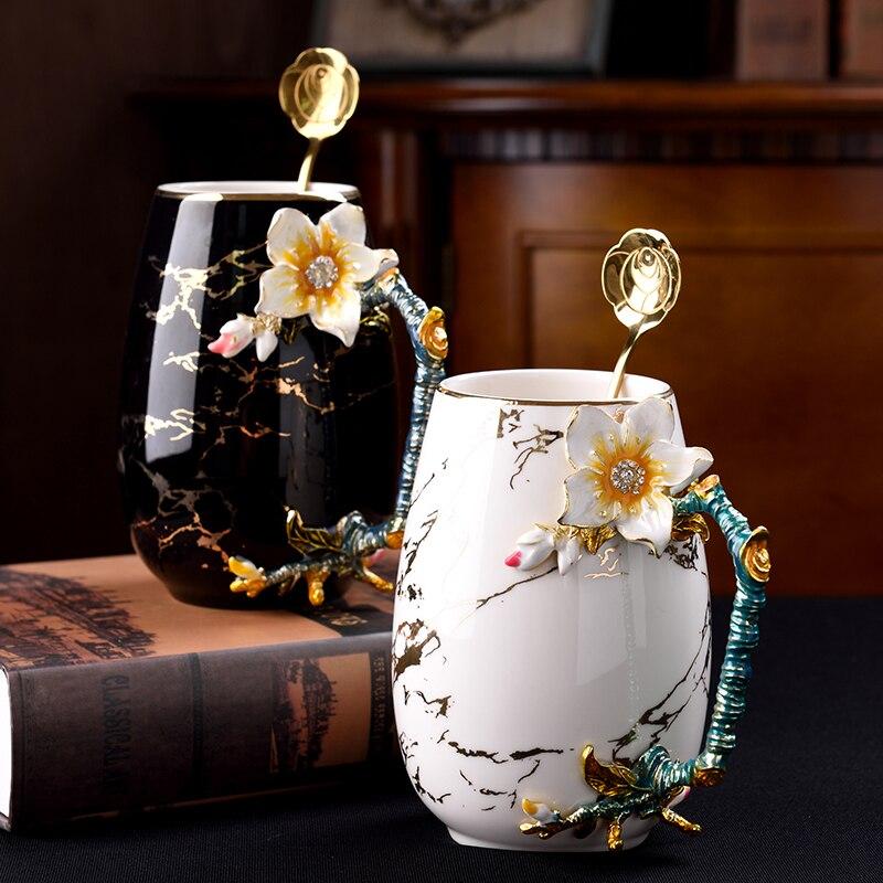 العظام الصين القهوة كوب الحليب أكواب الإبداعية المينا القدح زهرة الشاي القهوة كوب مع ملعقة عيد ميلاد الزفاف هدية المنزلية Drinkware