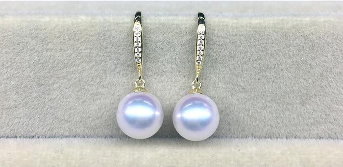 gorgeous 8-9mm Japanese Akoya white pearl earring 18k