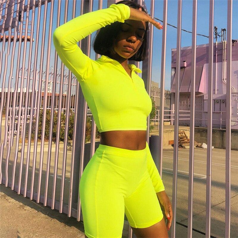 Conjuntos de dos piezas verdes fluorescentes para Fitness, conjunto de Top corto de manga larga y pantalones cortos para mujer, ropa deportiva informal, trajes de 2 piezas para el sudor