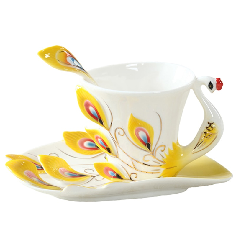 Kreative 1 stücke Pfau Kaffee Tasse, keramik Tassen Bone China 3D Farbe Emaille Porzellan Tasse mit Untertasse und Löffel Kaffee Tee-Sets
