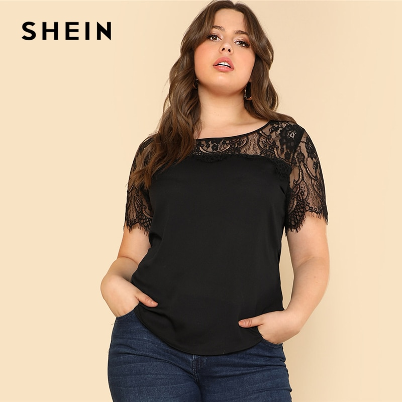 SHEIN encaje yugo curvado Hem Tee 2018 verano negro cuello redondo manga corta moderna Top mujeres de talla grande playera elegante