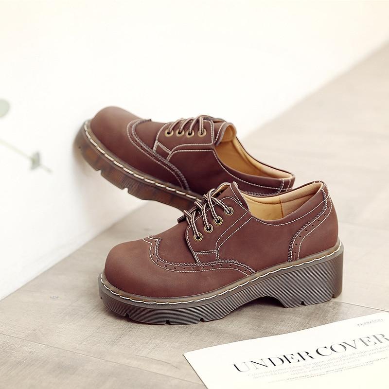 حذاء مسطح من الجلد الطبيعي المجسم للنساء ، حذاء بنمط ريترو البريطاني للطلاب ، بنمط أكسفورد بنعل سميك