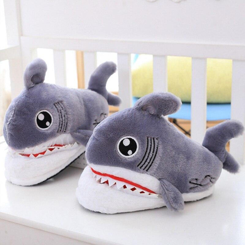 Pantuflas de tiburón divertidas para niñas, zapatos de Casa de felpa cortos para niñas, lindas zapatillas de dormitorio de dibujos animados planas con suaves