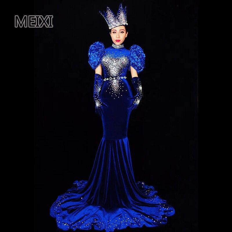 Traje de bailarina femenina de terciopelo azul con diamantes de imitación