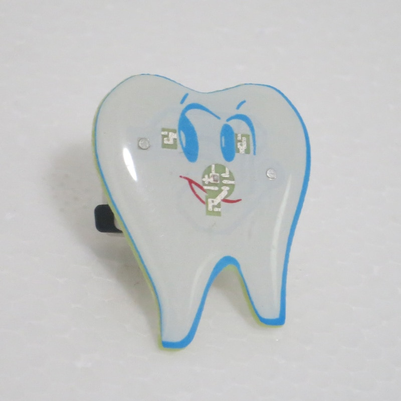 Dental simle Luz Forma Broche Crachá Crachá Tipo Dente Dental clinic presente Dentista Hygienist Pin Acessórios de Adorno