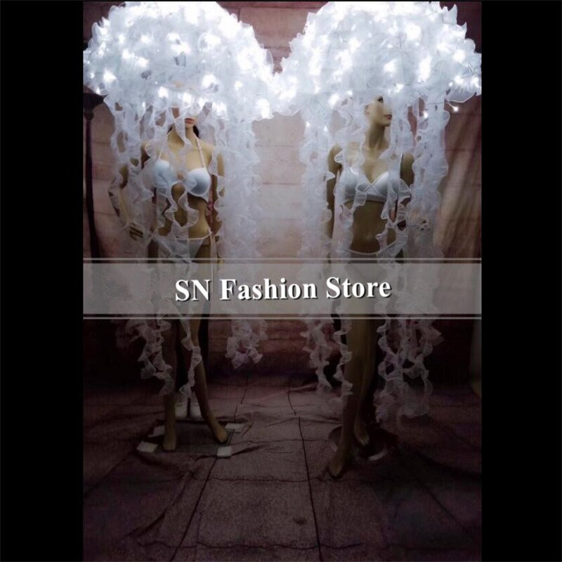 BC20, led blanco, disfraces de medusas, baile de salón, dj, cantante, vestido led luminoso, tocado, escenario, fiesta, espectáculo, actuación de tela