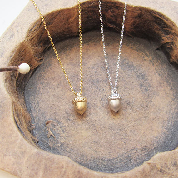 30 PCS-Minimal Kiefer Kegel Mutter Halskette Drei Dimentional Tannenzapfen Halskette Tiny Acorn Eichhörnchen Halsketten für Frauen