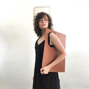Дизайнерская нишевая дизайнерская Новая женская сумка, Минималистичная сумка через плечо с холодным кольцом, индивидуальный клатч