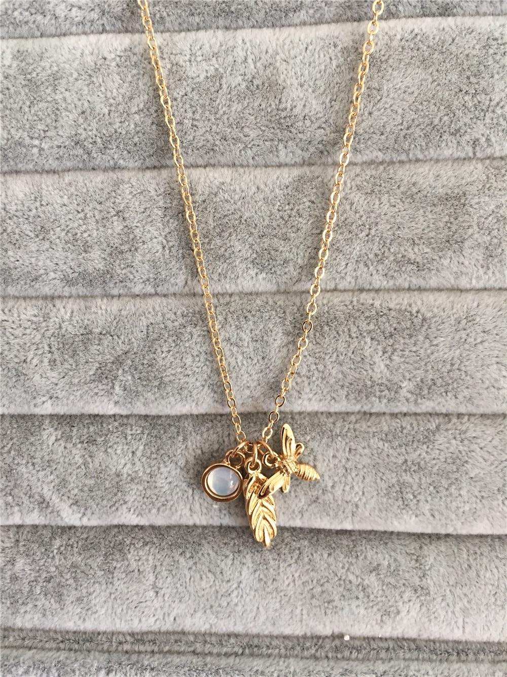 Collier pendentif en pierre de blé dabeille en or