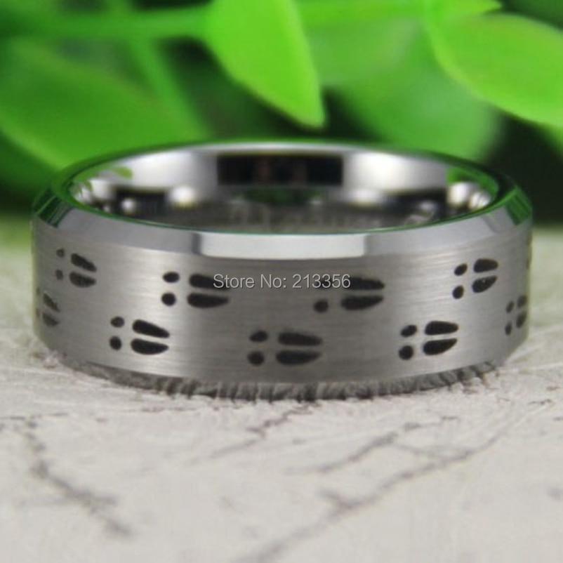 Precio barato los EEUU Venta caliente 8mm cepillado bisel de plata al aire libre Caza Deer tracks hombres de la moda de la boda anillo de la venda