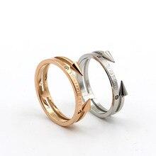 Nouveau Design Double flèches éternel amour lettre anneau femelle tête de fusée en acier titane Rose or bague TRK009