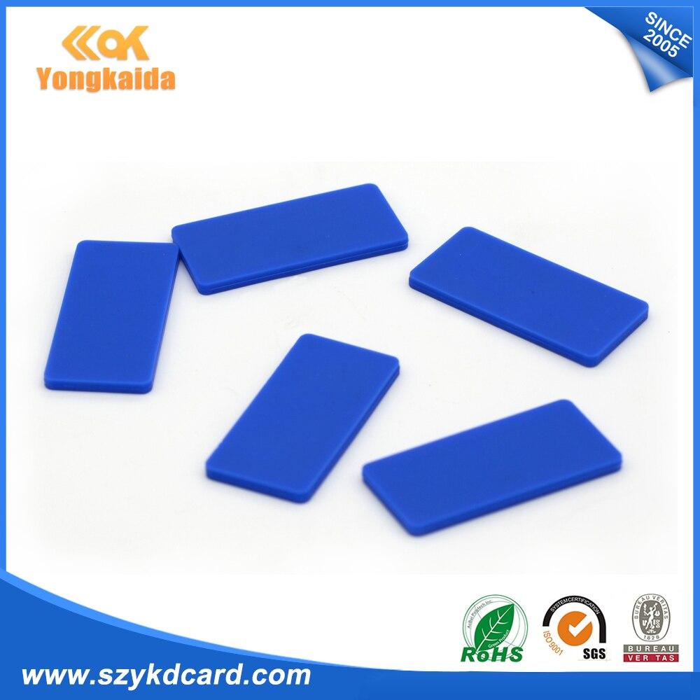 Yongkaida precio de fábrica 500 piezas Etiqueta de lavandería de silicona UHF...