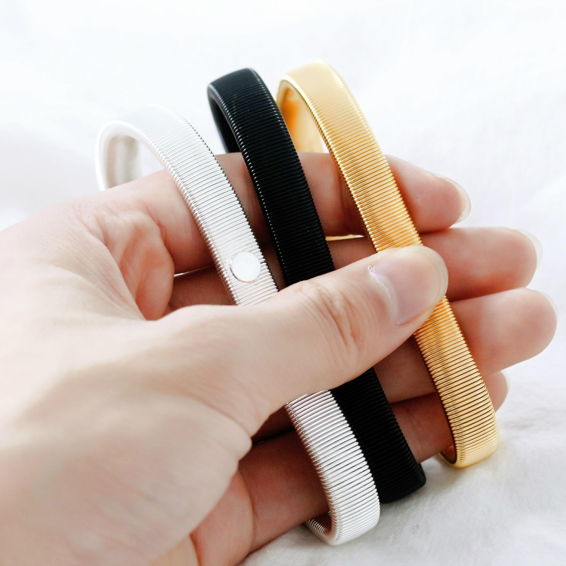 Fuentes de comercio exterior brazalete de metal de primavera para hombres brazalete protección del medio ambiente preservación del color de la pierna