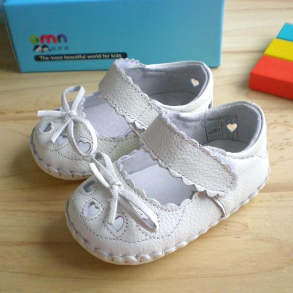 OMN White Hollow Baby Girls First Walkers Soft interior antideslizante de cuero genuino zapatos de bebé niñas niños primeros caminantes