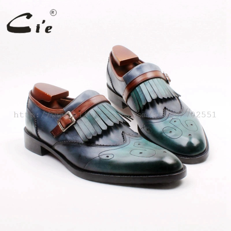حذاء موكاسين من جلد العجل الأصلي للرجال ، حذاء بمقدمة دائرية مع تفاصيل مقصوصة وأبازيم ، مسامي ، 100%