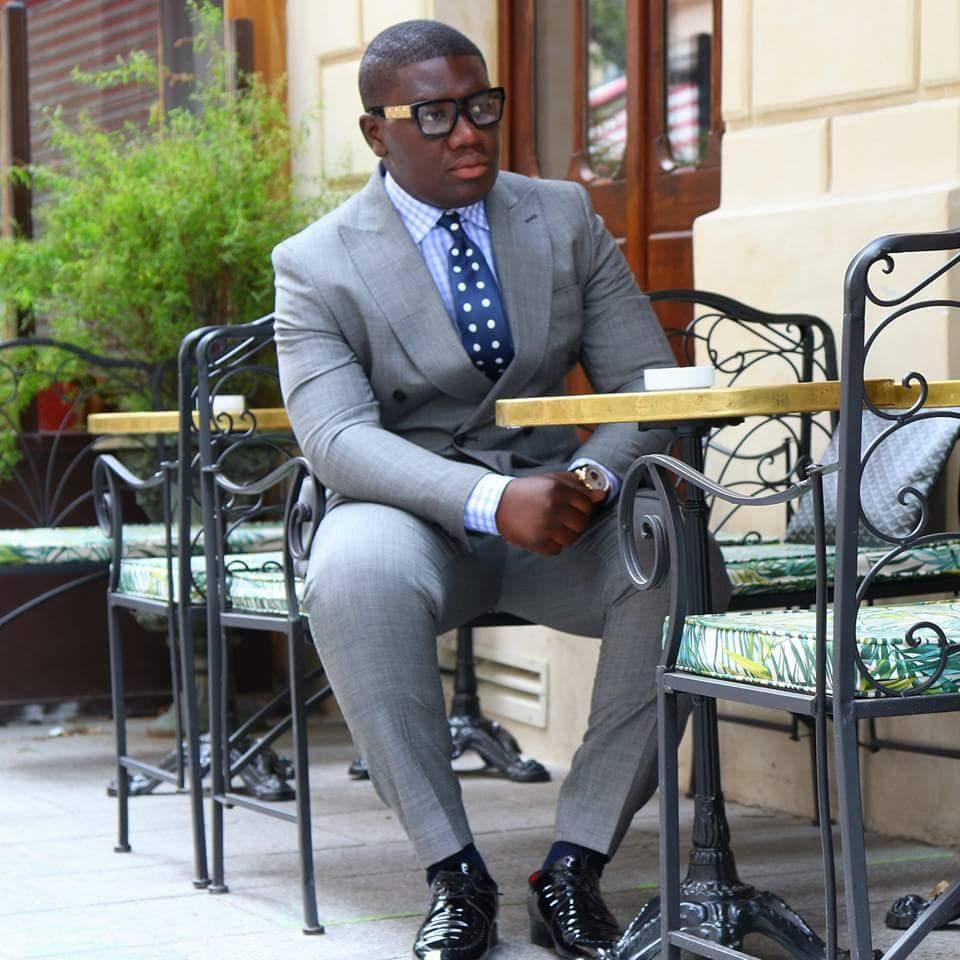 Últimos diseños de pantalones de abrigo, traje gris de hombre de doble botonadura 2019 esmóquines a medida trajes de novio para boda para hombres chaqueta ajustada + pantalón