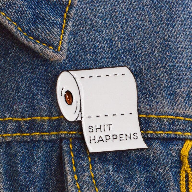 Caca pasa rollo papel higiénico broches moda hombres y mujeres chaquetas de mezclilla mochila esmalte solapa Pins Accesorios