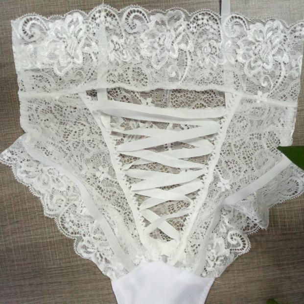 Omapärased püksikud musta või valget värvi