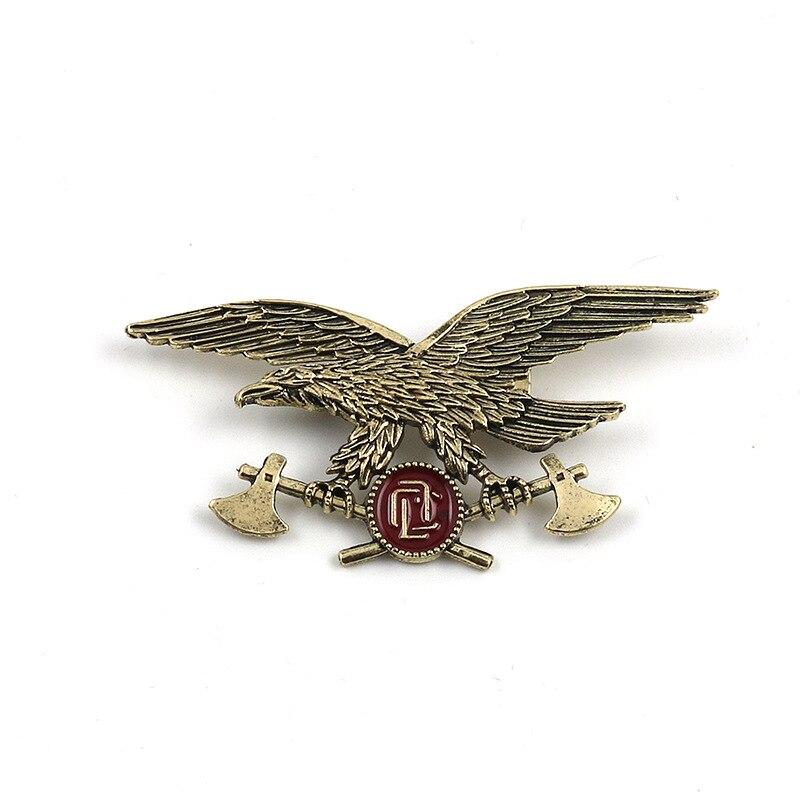 Broches Vintage Metal dorado de águila hacha Broches insignia traje camisa PIN para solapa de cuello bufanda hebilla Animal creativo broche hombres regalos