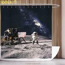 Cool Douchegordijn Galaxy Astronaut op Rocky Oppervlak van Maan Amerikaanse Vlag USA Rocket Reizen Ruimte Artprint Grey Marineblauw