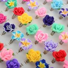 Hurtownie 100 sztuk/partii luzem mieszane modeliny dzieci dziewczyna pierścienie kwiat zwierzęta owoce pierścień dla dzieci Party biżuteria prezenty