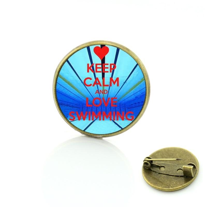 JWEIJIAO broche de natación de estilo veraniego Keep Calm and Love ocean see abalorios azules Amante de los deportes casual mujeres hombres pin con distintivo SP388