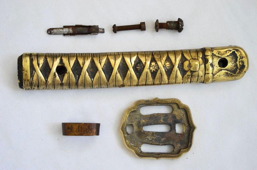 Vintage cobre latón guardameta Tsuba Fuchi kashira Menuki para ejército japonés NCO espada juego de Katana