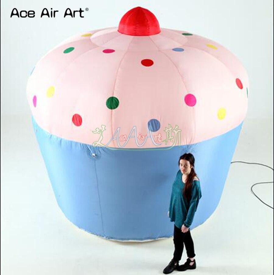 Réplica de pastel inflable de comida Azul bonito y rosa, modelo de tarta de cumpleaños straberry para publicidad y promoción
