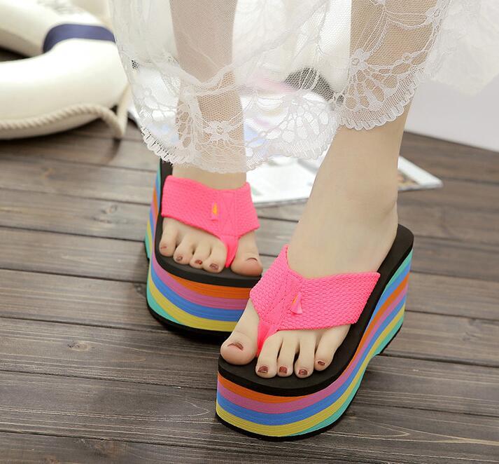 2019 großhandel frauen flip-flops sandalen hausschuhe neue starke untere plattform hang strand weibliche regenbogen bunte hausschuhe 36-39