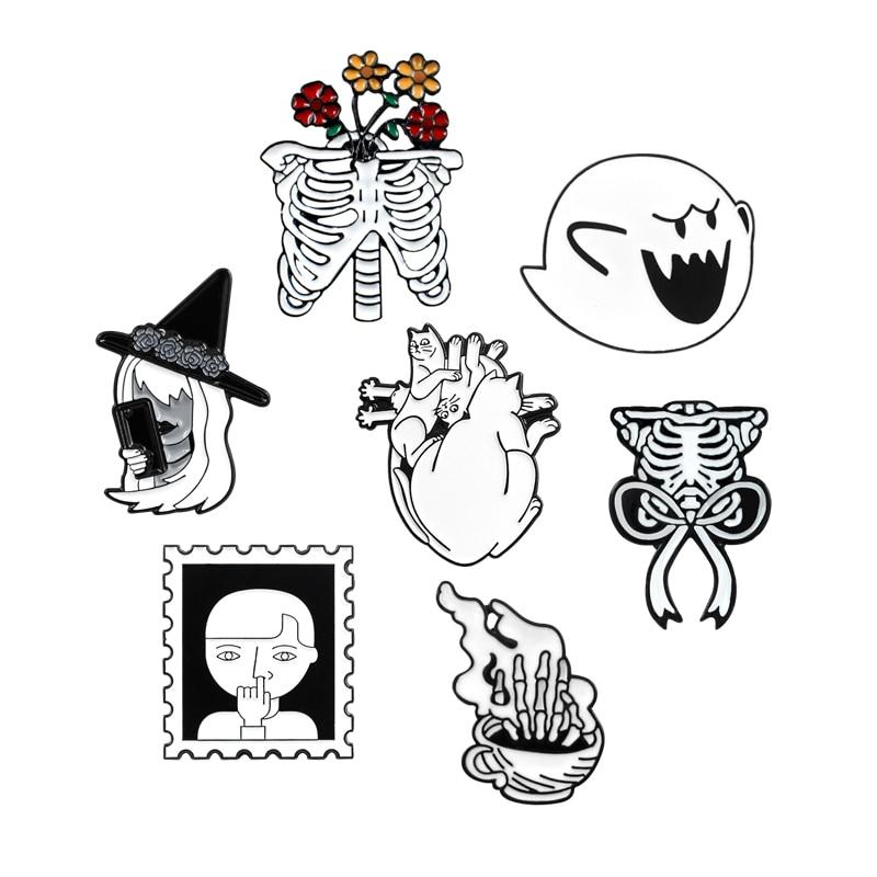 Broche de costillas esqueleto blanco Mario Magic Witch Rose Skull taza de café gato corazón sello esmalte Pin escudo insignias para mochila joyería gótica