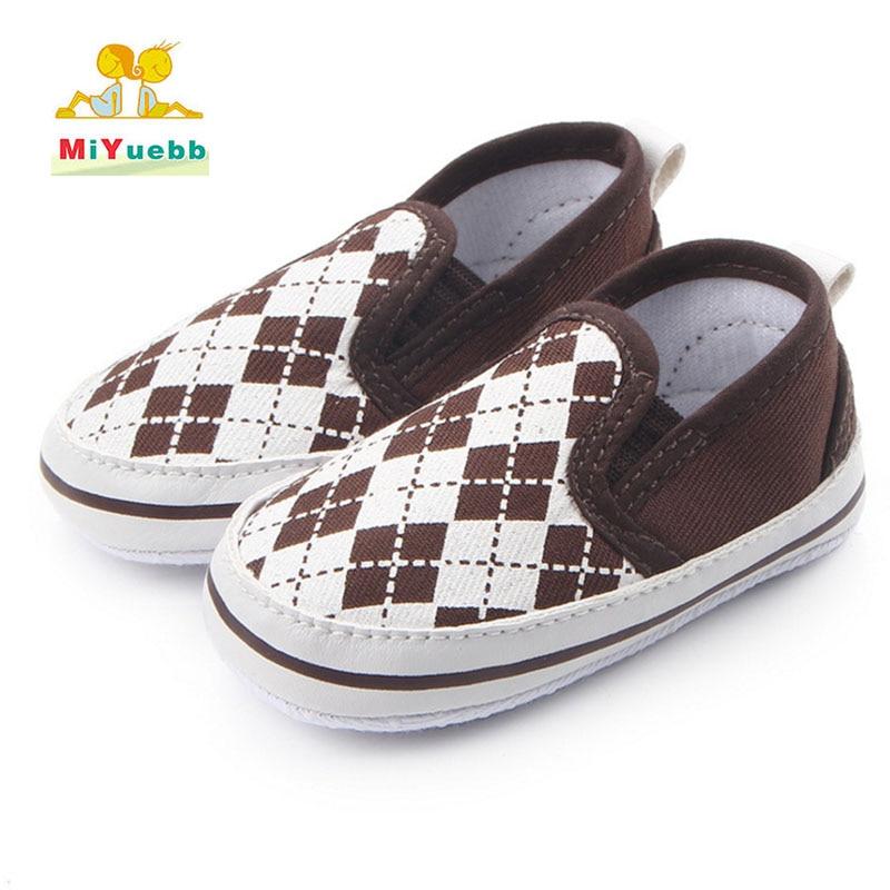 Precio de Venta Directa bebé niño mano costura Fondo suave podómetro aprendiendo a caminar Primeros pasos Zapatos de niño entramado moda x96