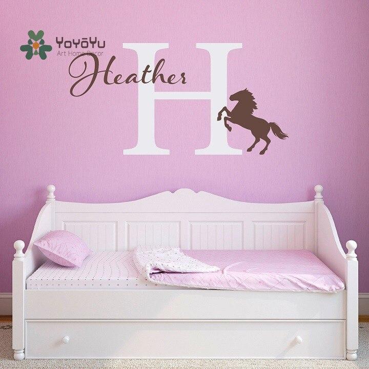 Calcomanía de pared YOYOYU, nombre de caballo pequeño, pegatina de pared personalizada para habitación de niños, vinilo artístico personalizado, Mural de dormitorio GY35