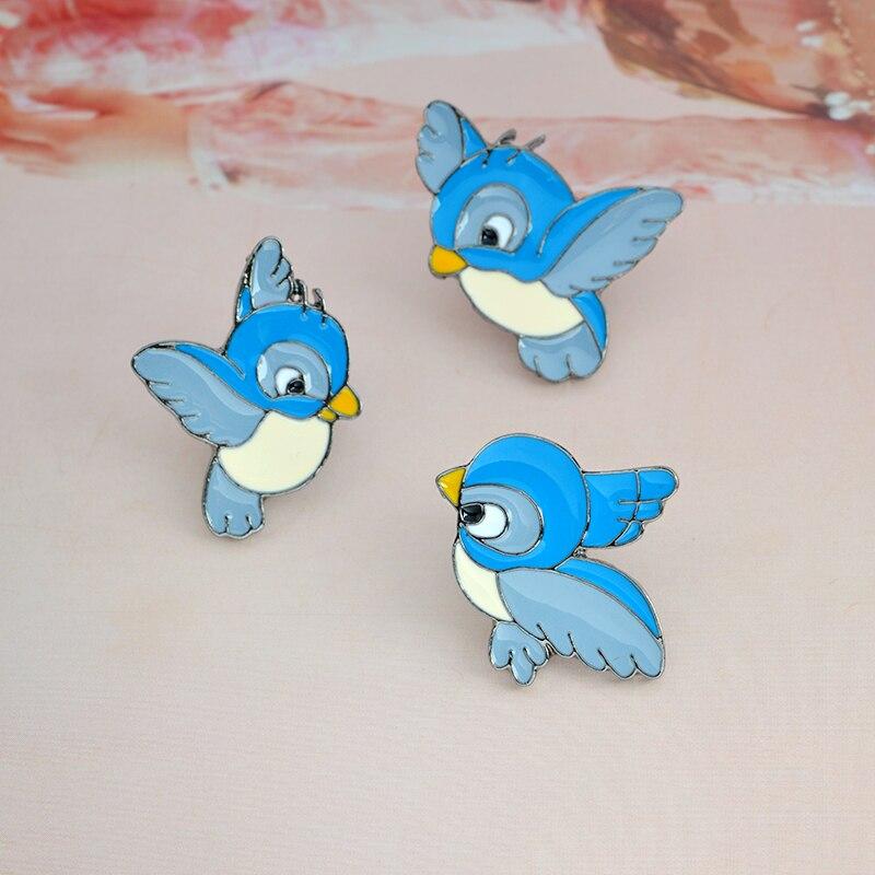 Cartoon Animal Blue bird Brooch Metal Enamel pin buckle flying fledgling Brooch for Bag Jacket Shirt Badge Gift for Kids Jewelry