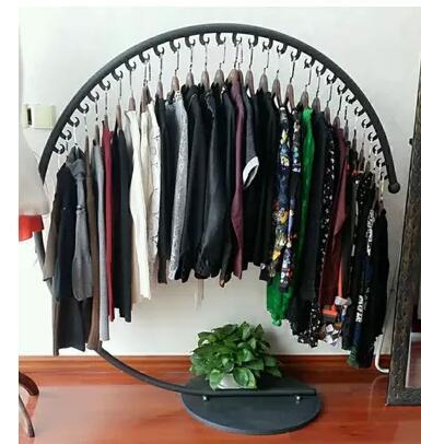 Iron yi island clothing rack. Semi - circular clothing racks.086