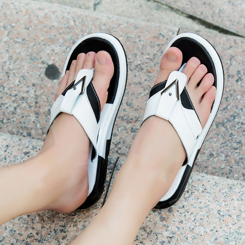 Chanclas para Hombre, sandalias de playa de verano 2019, zapatillas de cuero para Hombre, Chanclas planas para exteriores para Hombre, Chanclas blancas para Hombre