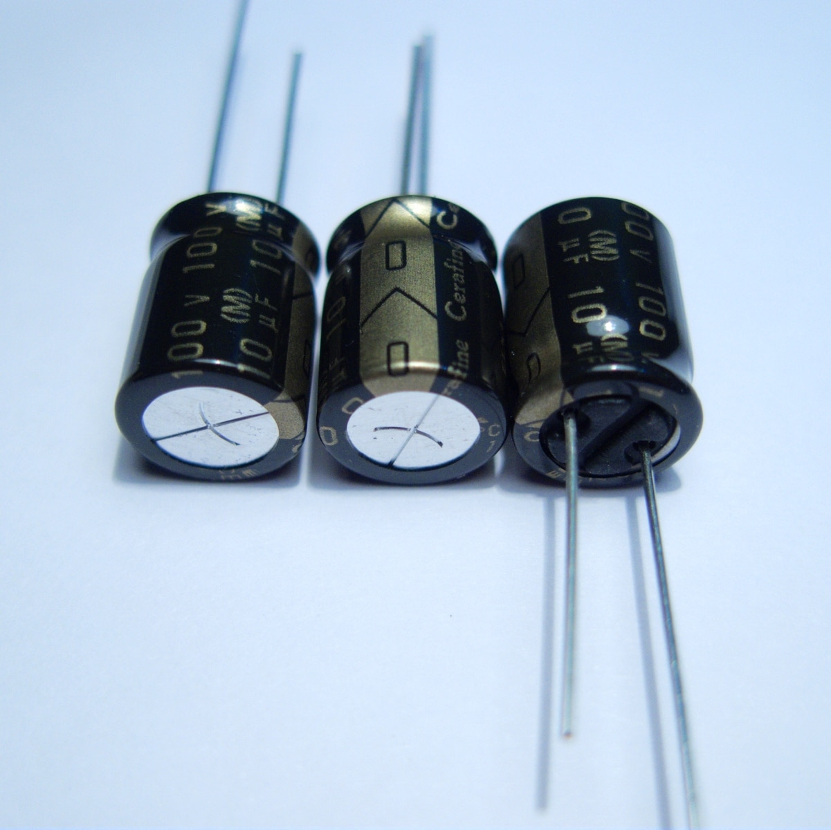 10pcs/20pcs New ELNA Cerafine audio capacitor 100v10uf copper feet audio super capacitor electrolytic capacitors free shipping 5pcs 10pcs elna silmcii 16v2200uf 18 40 copper capacitor audio super capacitor electrolytic capacitors free shipping