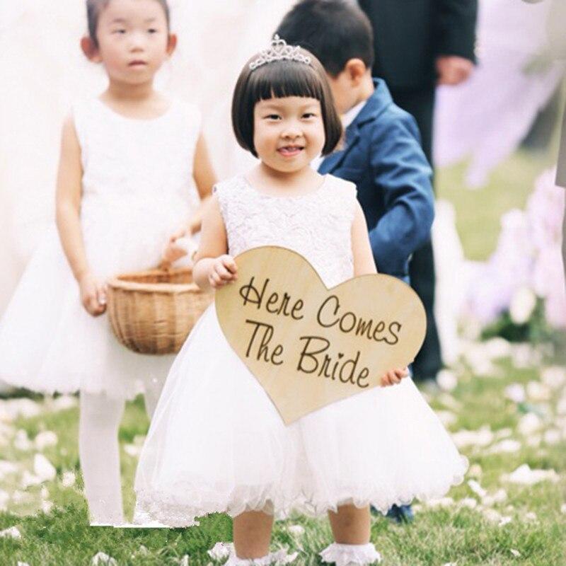 Signos de boda de madera personalizado aquí viene el signo de la novia flor chica decoración rústica Boda boda amor forma de corazón