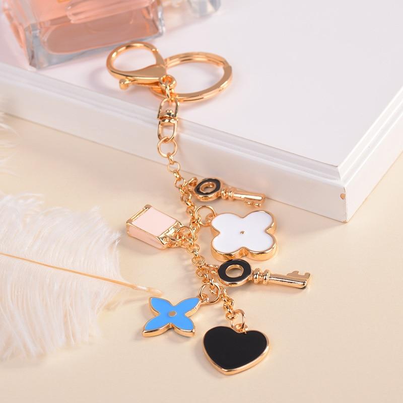 Good Luck Clover keychains Fashion Brands Key Chain Flower Keyrings Metal Key Ring Women Bag Charm Pendant Car Accessories