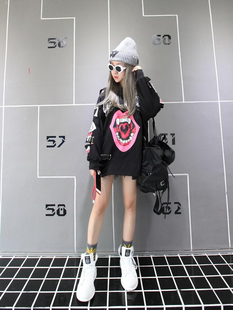 YingYuanFang the new Korean cartoon graffiti long sleeves women pin decoration Sweatshirts