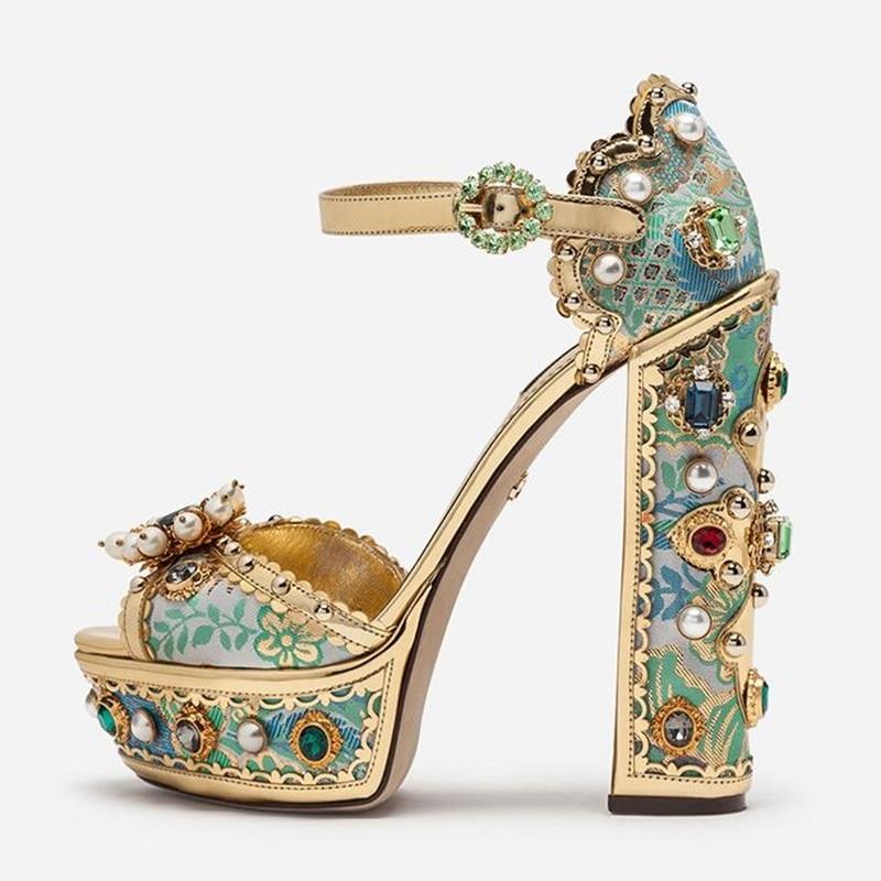 فاخر الأحجار الكريمة اللؤلؤ صنادل أرضية امرأة الكريستال عالية للغاية حذاء بكعب سميك مشبك حزام التطريز أحذية امرأة مأدبة