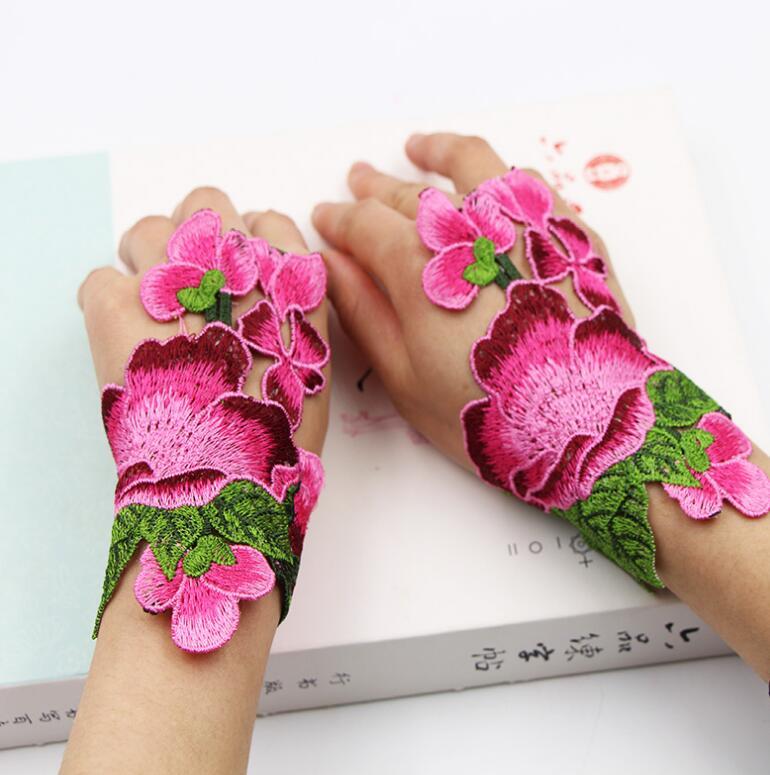 Guantes de mujer, Estilo vintage nacional, ahuecados, sin dedos, con bordado de flores, guante de decoración de baile para actuaciones femeninas R1021