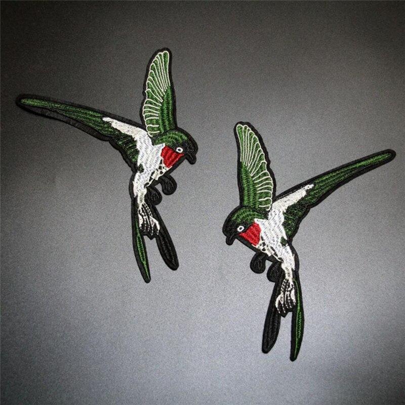 Barato 1 par/2 peças verde andorinhas bordado remendo costurar em remendos parches pássaro par para roupas diy