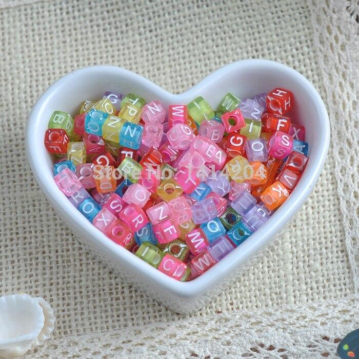 O alfabeto acrílico da cor misturada/grânulos quadrados do espaçador da letra grânulos para a jóia que faz 6x6mm 200 pces ykl0149x