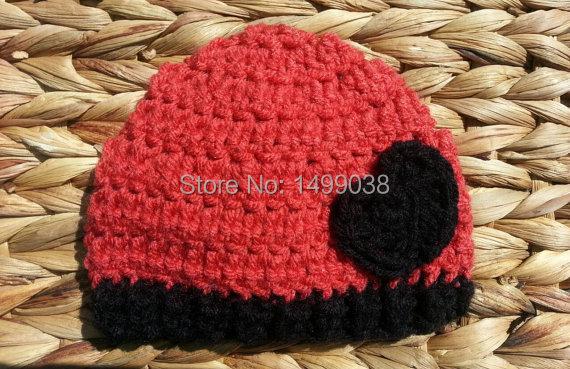 Corazón ganchillo Beanie Baby sombrero en negro y rojo fresa, Photo prop, doble post ganchillo Beanie