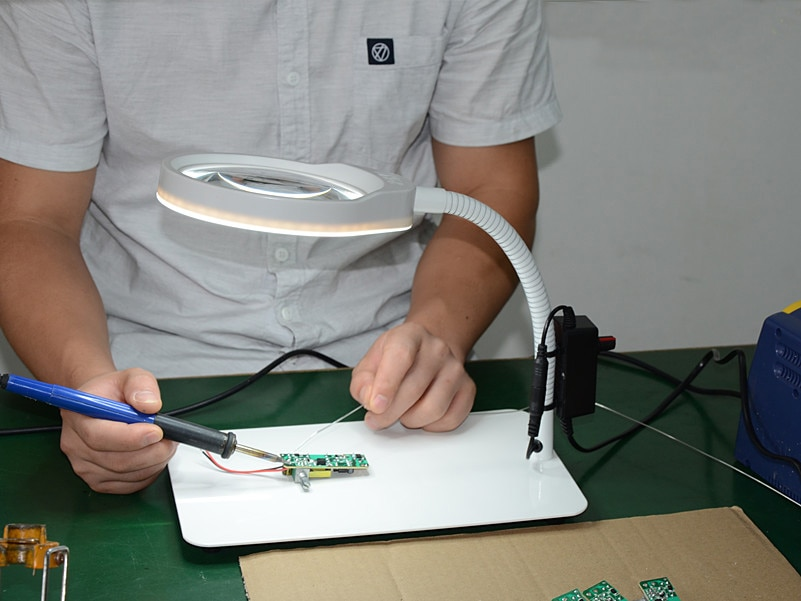 Купить с кэшбэком 10x Multifunctional Desktop Magnifier Jewelry Loupe Adjustable Angle Reading Watch Repair Magnifying Glass 48pcs LED Desk Light